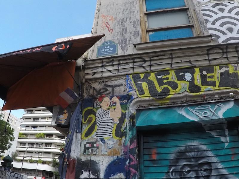 Parede grafitada em Paris